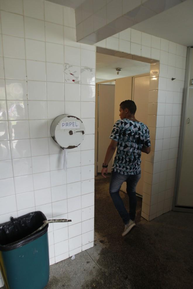 Os banheiros públicos têm sido alvo preferencial de vândalos | André Rodrigues/ Gazeta do Povo