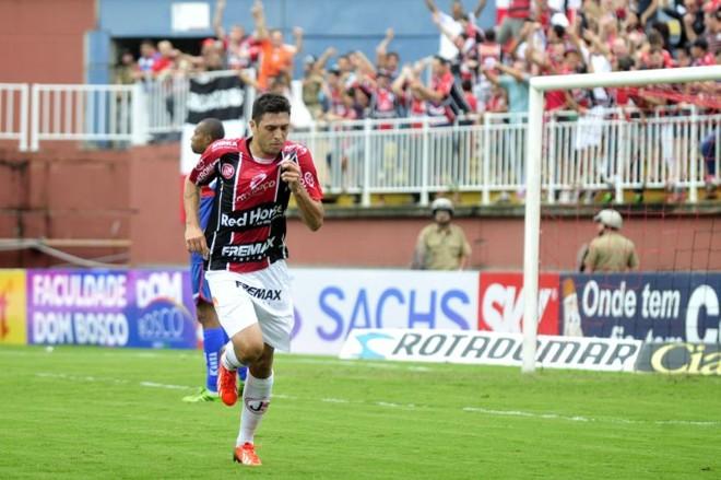 Edu comemora o gol que garantiu a vitória do Joinville contra o Paraná | Rodrigo Philipps / A Noticia