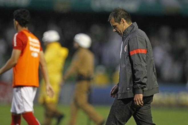 Inter anuncia demissão do técnico Dunga