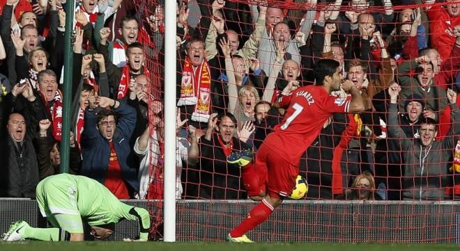 Suárez fez três gols na vitória do Liverpool | Reuters