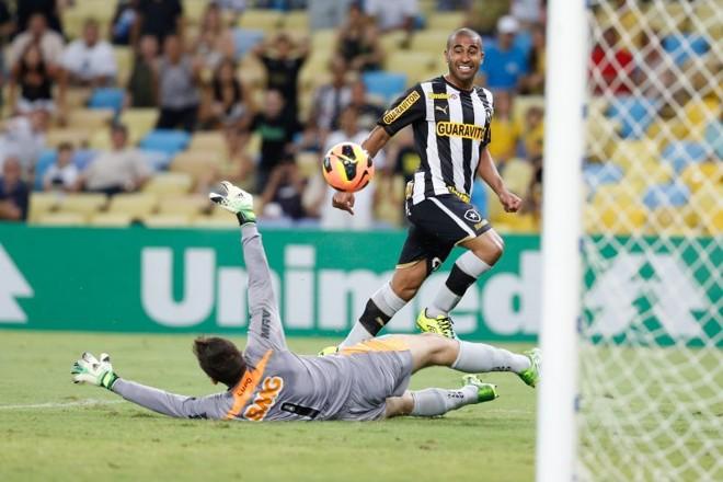 Gol de Julio Cesar garantiu a vitória do Botafogo diante do Atlético-MG | Roberto Filho / Fotoarena / Folhapress