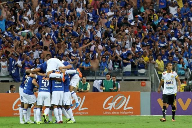 Jogadores do Cruzeiro comemoram a virada diante do Criciúma no Mineirão | Angelo Pettinati / Eleven / Folhapress