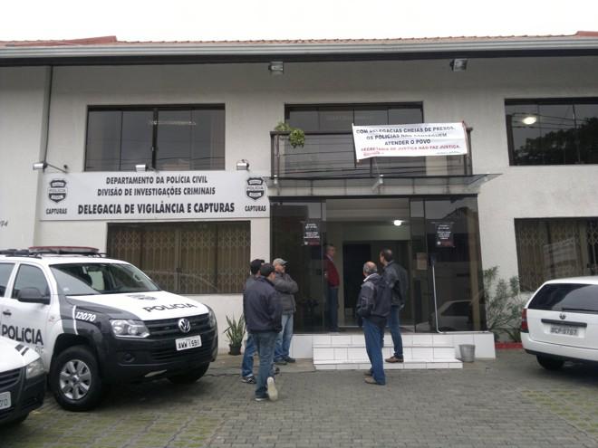 Policiais pedem o fim do acúmulo de presos em delegacias | Rafael Neves/Gazeta do Povo