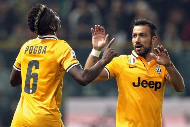 O francês Paul Pogba comemora com Fabio Quagliarella após marcar o gol da partida | Alessandro Garofalo/Reuters