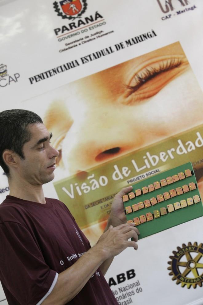 """Marcos Joaquim atua no projeto: """"gosto de saber que o meu trabalho é importante para alguém""""   Walter Fernandes/Gazeta do Povo"""