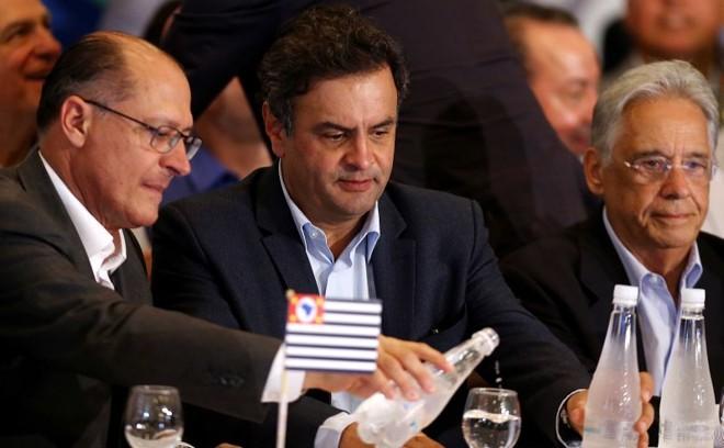 Aécio Neves entre Alckmin e FHC: defesa da candidatura em evento público | Jorge Araújo/Folhapress