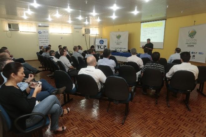 Agricultores e lideranças do Oeste questionam autoridades sobre escoamento da safra de grãos 2013/2014 | Cesar Machado/gazeta Do Povo