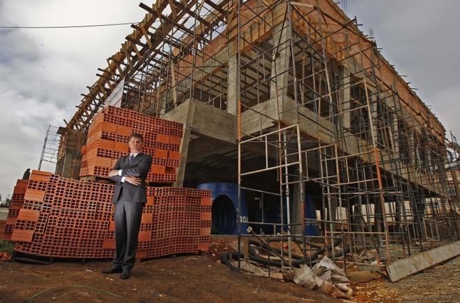 Sérgio Zimmermann, da Estruturar, em obra para cliente de Built to Suit: bom negócio para todos | Jonathan Campos/ Gazeta do Povo