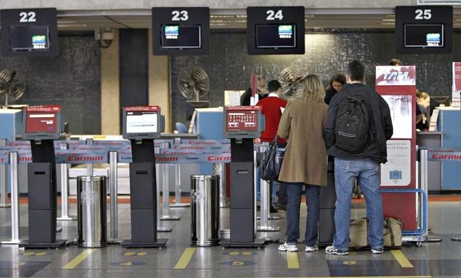 Check-in antecipado evita filas nos aeroportos, diz governo | Jonathan Campos/Gazeta do Povo