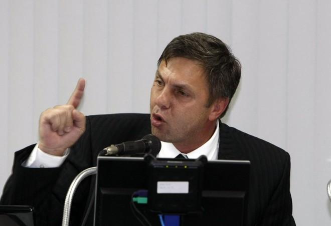 Em 2010 Paulo Schmitt defendia moralidade no caso de suposto jogador irregular do Fluminense. Agora pede critério técnico | Hedeson Alves / Gazeta do Povo
