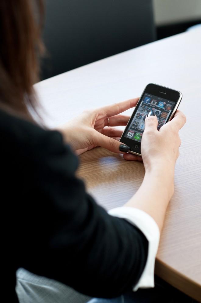 Pesquisa indica que celular piora o desempenho escolar | Letícia Akemi/Gazeta do Povo