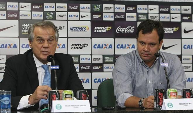 Presidente Vilson Ribeiro de Andrade na apresentação de Dado Cavalcanti: treinador assinou contrato de um ano com o Coritiba | Aniele Nascimento / Gazeta do Povo