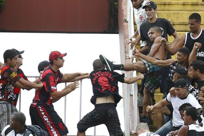 Briga de torcidas em Joinville custou 12 mandos de campo ao Atlético e oito ao Vasco | Albari Rosa / Gazeta do Povo