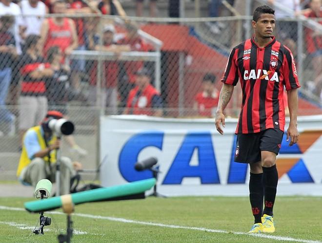 Léo pode ser a quarta baixa entre os titulares de 2013 do Atlético | Antonio More / Agência de Notícias Gazeta do Povo