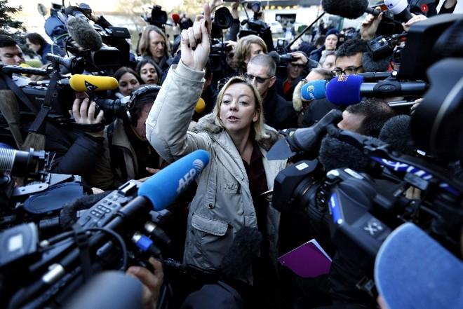 Sabine Kehm, assessora do piloto, na conversa com jornalistas | Guillaume Horcajuelo/ Efe