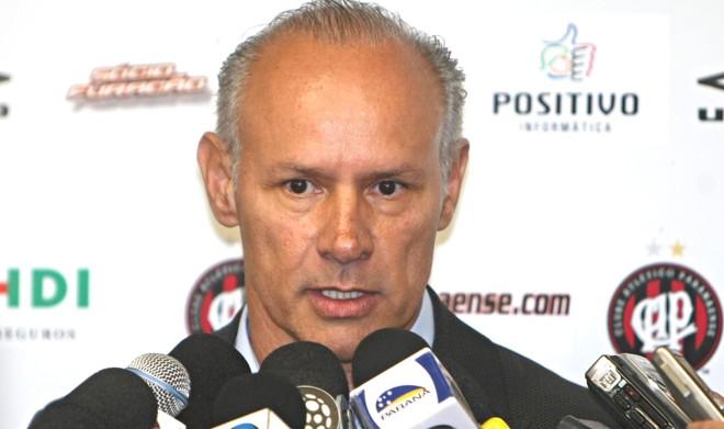 Moraci também deve deixar a comissão técnica do Atlético | Albari Rosa / Gazeta do Povo
