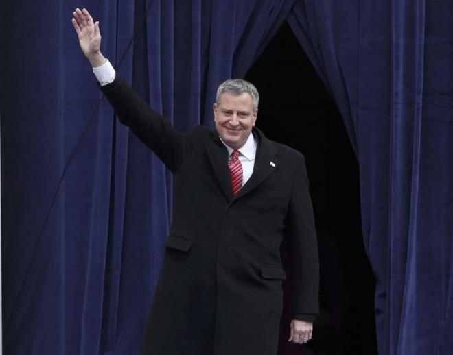 Bill de Blasio, o mais novo prefeito de Nova York, durante cerimônia na escadaria do City Hall | REUTERS/Carlo Allegri