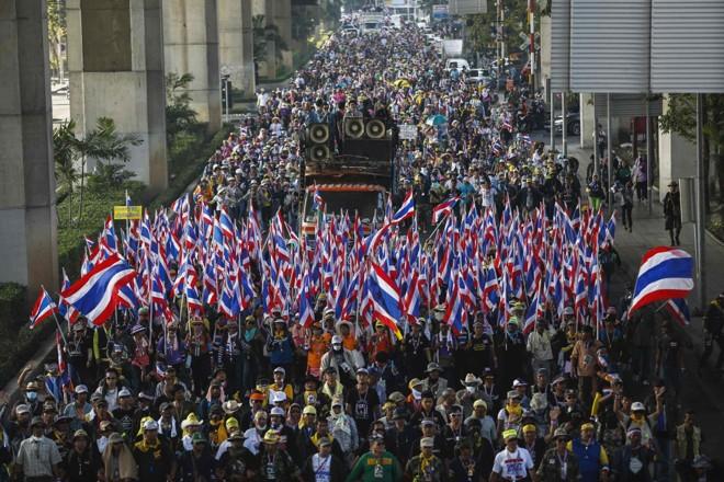 Protesto tomou as ruas da capital Bangcoc nesta sexta-feira (17) | Reuters/Athit Perawongmetha