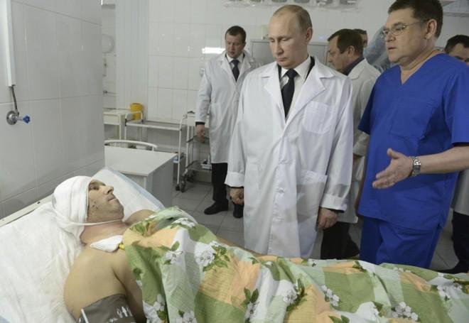 Presidente Putin conversa com vítima de atentado em Volgogrado | Alexei Nikolskiy/RIA Novosty/Reuters