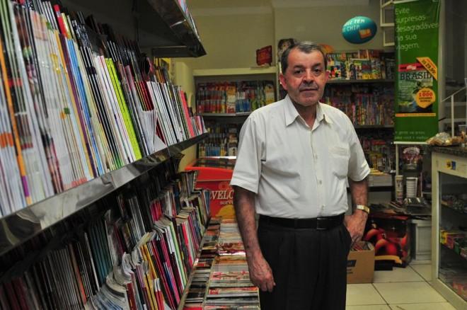 O jornaleiro José Tito de Souza, 40 anos no ramo, foi forçado a trocar a banca na praça por uma sala em prédio comercial | Carllos Bozelli/JL