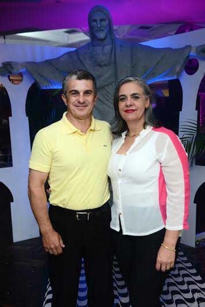 Carnaval 2014: Euclides e Luciane Gusi, ele 2º vice-presidente do Clube Curitibano, foram os anfitriões no grande baile de terça-feira |