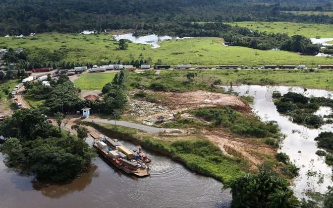 Cheia do Rio Madeira tem privado o Acre do acesso a alimentos e bens duráveis   Sérgio Vale/Ag. Notícias do Acre