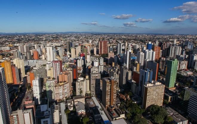Apartamentos de um dormitório lideram a valorização anual na capital | Daniel Castellano/ Gazeta do Povo