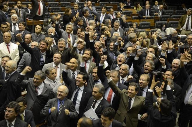 Deputados comemoram criação de comissão para investigar a Petrobras, numa derrota do Planalto imposta pelos aliados | Valter Campanato/ABr