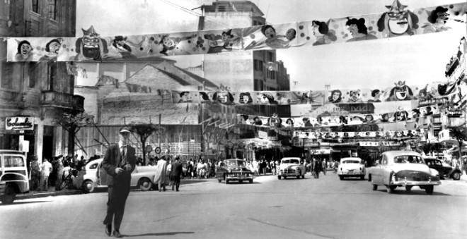 Decoração carnavalesca feita pela prefeitura na Avenida João Pessoa, atual Luiz Xavier. Em foto tirada no dia 24 de fevereiro de 1952 | Acervo Cid Destefani