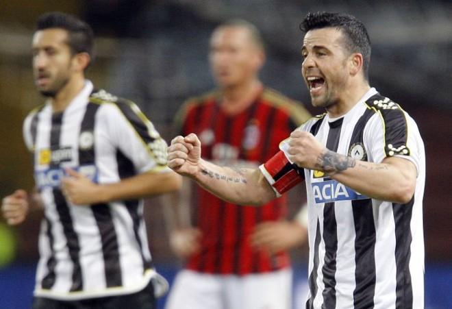 Di Natale comemora vitória da Udinese sobre o Milan   reuters
