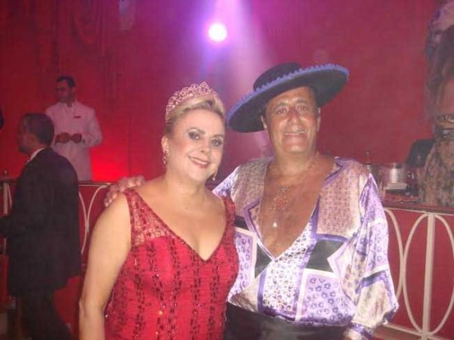 Carnaval 2014: Habitués dos salões do Copacabana Palace, a elegante Neusa de Mattos Leão e o antiquário Roberto Soares no baile de Carnaval de sábado, o mais sofisticado do carnet carioca |