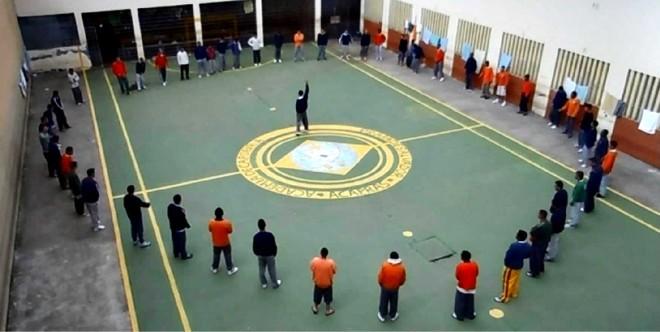 Flagrante do momento em que grupo do PCC se reúne em uma penitenciária do Paraná | Imagem de vídeo