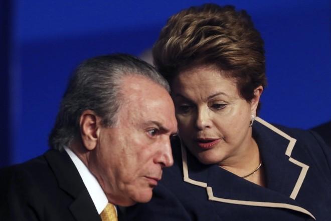 Dilma e o vice-presidente Michel Temer, que é do PMDB: conversa para manter aliança   Arquivo/ Gazeta do Povo