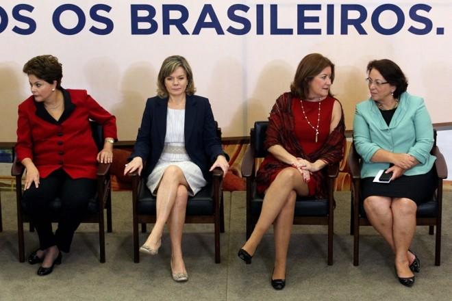 """Dilma e suas ministras: aumento de participação não fez com que a presidente atingisse """"cota"""" de 30% desejada em 2010   Gustavo Miranda/ Agência O Globo"""