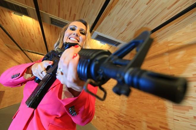 Luciana Alves Brungari, 38 anos, agente especial da policia federal |