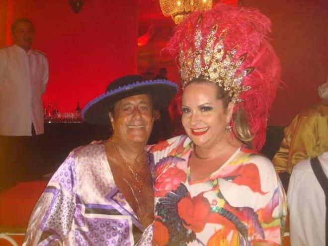 Carnaval 2014: Com look toureiro, o antiquário Roberto Soares esbanjou animação no camarote de Angelique Chartouny, no carnaval do Copacabana Palace, o máximo do Rio | Divulgação
