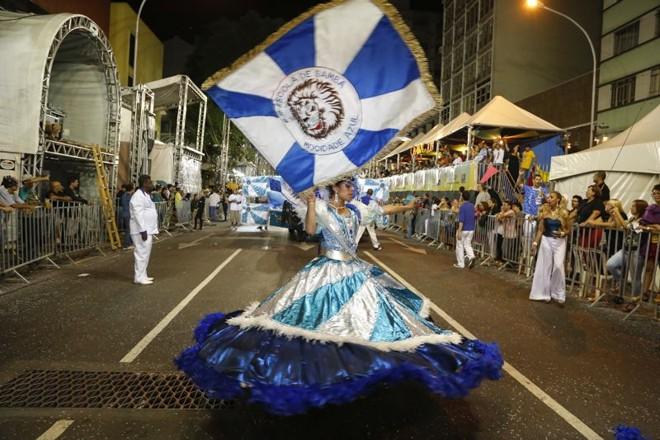 Porta-bandeira da Mocidade Azul | Henry Milleo/Agência de Notícias Gazeta do Povo