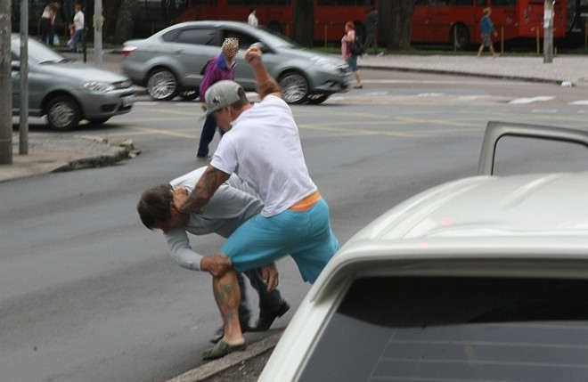 Tudo aconteceu durante poucos minutos e até o meio-dia nenhum Boletim de Ocorrência tinha sido registrado pela Polícia Militar |