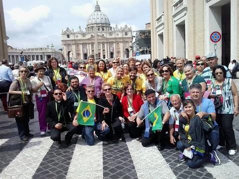 Grupo de curitibanos está em Roma para acompanhar a cerimônia de canonização dos papas João Paulo II e João XXIII | Denise Drechsel / Agência de Notícias Gazeta do Povo