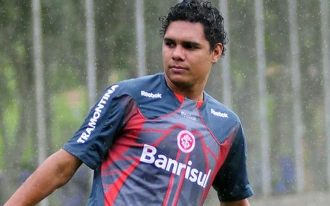O meia Thiago Humberto durante treino na passagem pelo Internacional | Marcos Bertoncello / SC Internacional