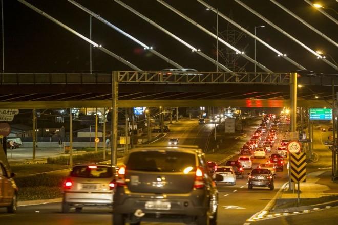 Avenida das Torres, em reforma, congestionada ontem. Uma smart city precisa ser referência em mobilidade | Marcelo Andrade/ Gazeta do Povo