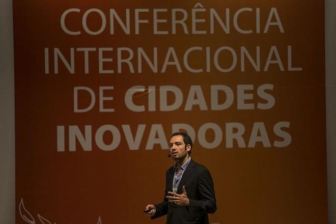 O português Marco Bravo contou sobre o exemplo de Austin, no Texas, durante a Conferência de Cidades Inovadoras, em Curitiba | Marcelo Andrade / Agência de Notícias Gazeta do Povo