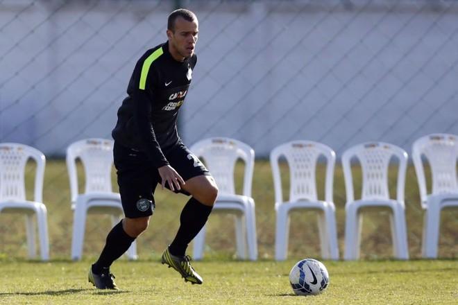 Chico voltou a ser volante após a chegada do técnico Celso Roth ao Coritiba | Felipe Rosa / Tribuna do Paraná