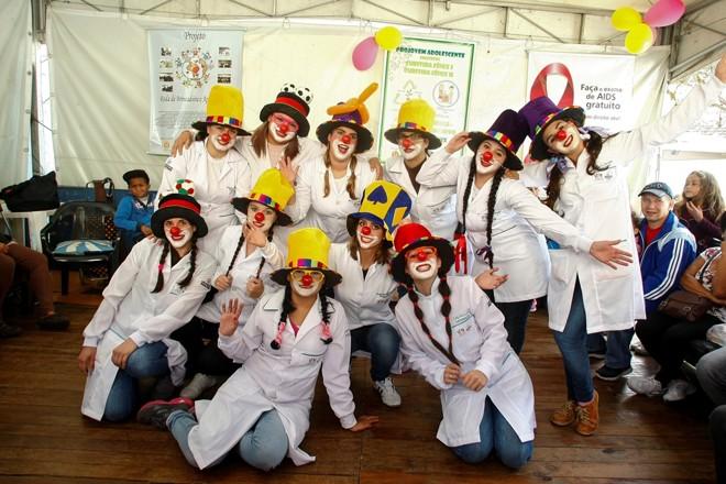 Os 20 alunos do projeto são divididos entre os grupos Alegria e Gargalhada. | André Rodrigues / Gazeta do Povo