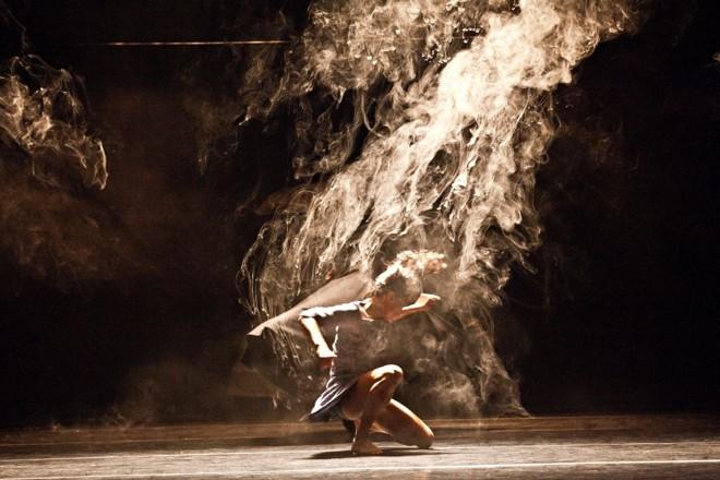Cena do Espetáculo iTMOi: companhia inglesa faz viagem para dentro da mente de Stravinski   Divulgação
