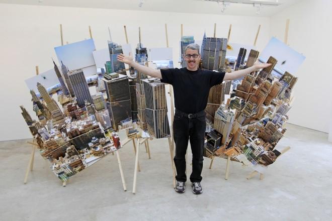 O espanhol Isidro Blasco insere em suas esculturas características urbanas das metrópoles que retrata | Antônio More/Gazeta do Povo