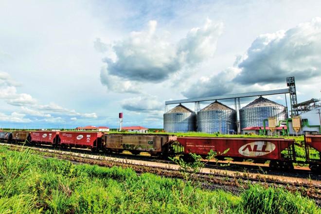 Trens não conseguem aliviar sobrecarga no transporte rodoviário e preço do frete segue em alta | Daniel Castellano/gazeta Do Povo