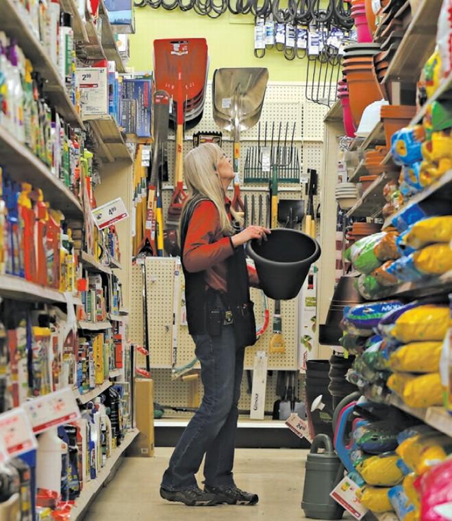 A estagnação da renda nos EUA deixou muitos insatisfeitos. Kathy Washburn, 59 anos, de Iowa, recebe 33.000 dólares por ano | Nicole Bengiveno/The New York Times