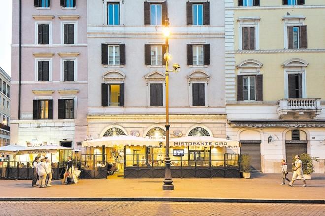 Operação policial de repressão à lavagem de dinheiro por mafiosos resultou no fechamento de 23 restaurantes, um dos quais foi a Pizza Ciro, em Roma | Gianni Cipriano/The New York Times