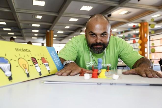 Daniel Rocha Carvalho apresenta o projeto de Circuito Eletromecânico de Transformador de Energia no Festival de Ideias da CICI 2014 | Henry Milleo/Agência de Notícias Gazeta do Povo